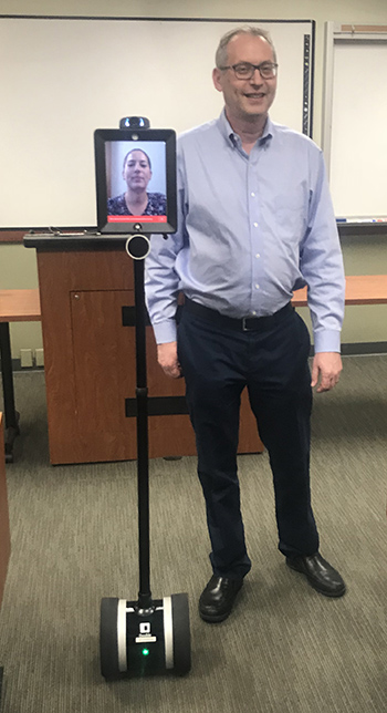 Hasen robot - Pregnant UC Irvine law student on bed rest used robot to attend lectures remotely