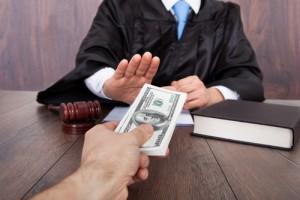 Photo_of_judge_declining_cash