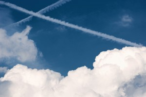 Photo_of_contrails