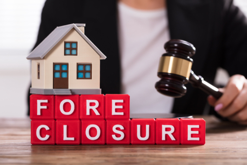 foreclosure sign and gavel