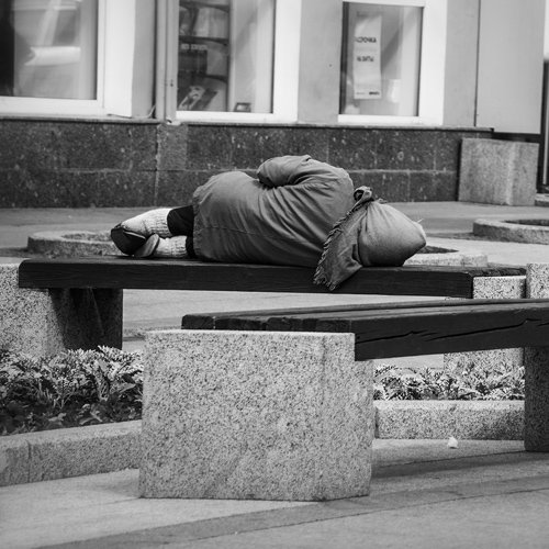 homeless_person_bench