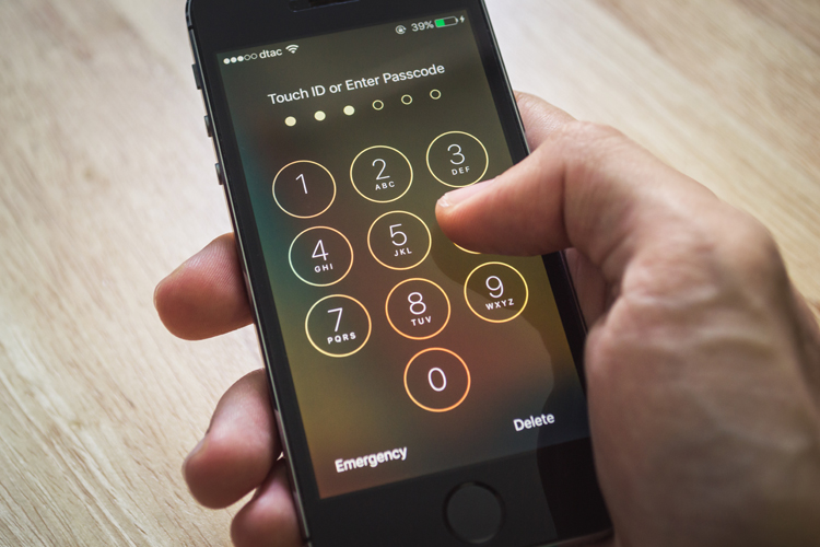 Virginia court says border agents need suspicion to search cellphones