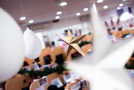 office interior holiday decorations