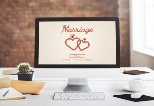 shutterstock_wedding website computer
